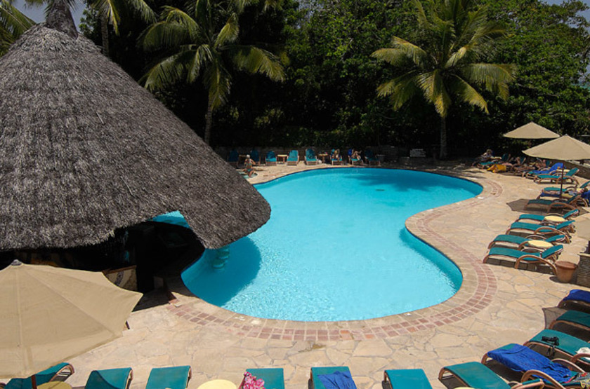 Pinewood Beach Resort & Spa, Diani, Galu Beach, Kenya, piscine