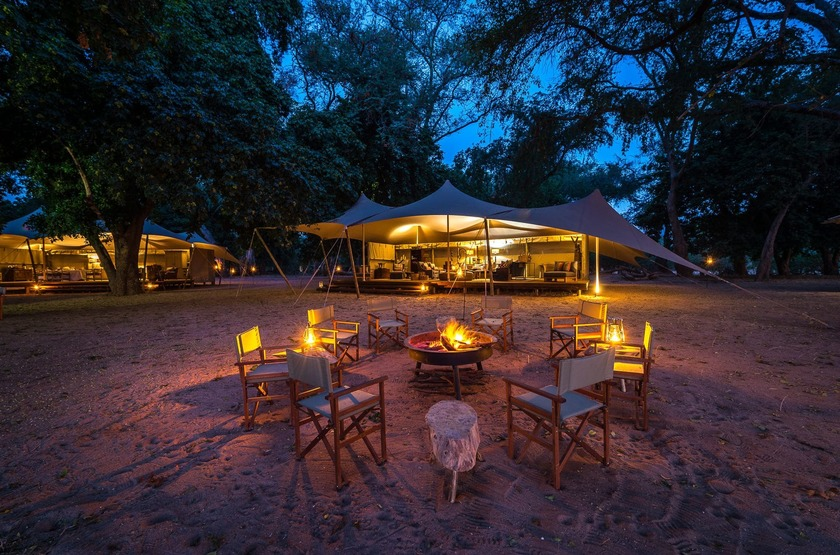 Little Ruckomechi, Mana Pools, Zimbabwe, extérieur, feu de camp