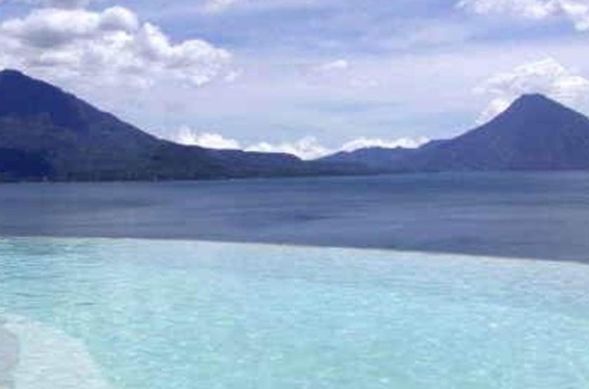 Tzampoc Resort, Santa de Catarina Palopo, Guatemala, les pieds dans l'eau