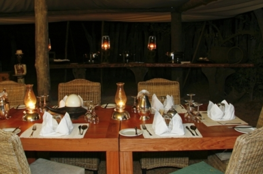 Kalamu Bush Camp, South Luangwa, Zambie, dinning room
