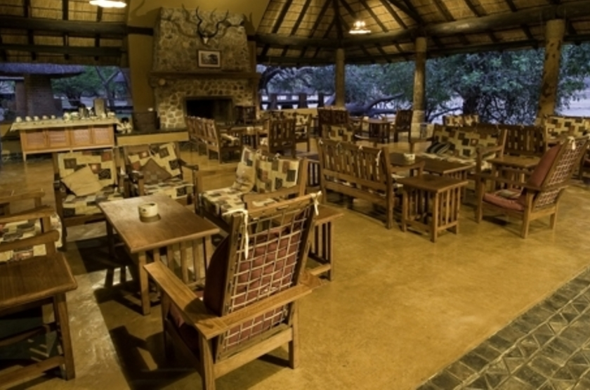 Mfuwe Lodge, South Luangwa, Zambie, dinning room