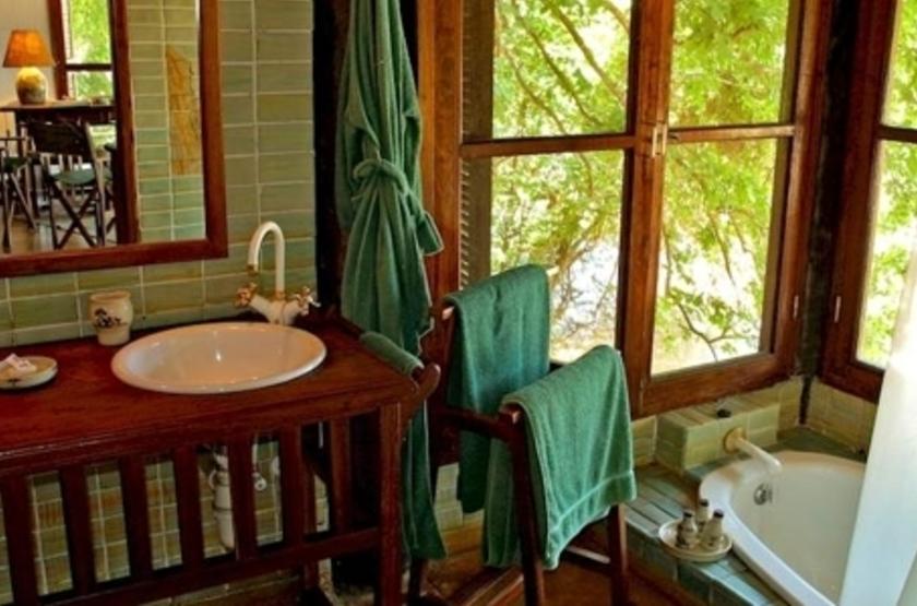 Mfuwe Lodge, South Luangwa, Zambie, salle de bains