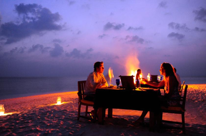 Angsana Ihuru, Maldives, dîner plage