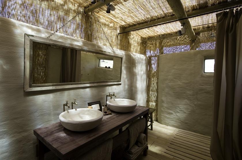 Damaraland Camp,vallée d'Huab, Namibie, salle de bains
