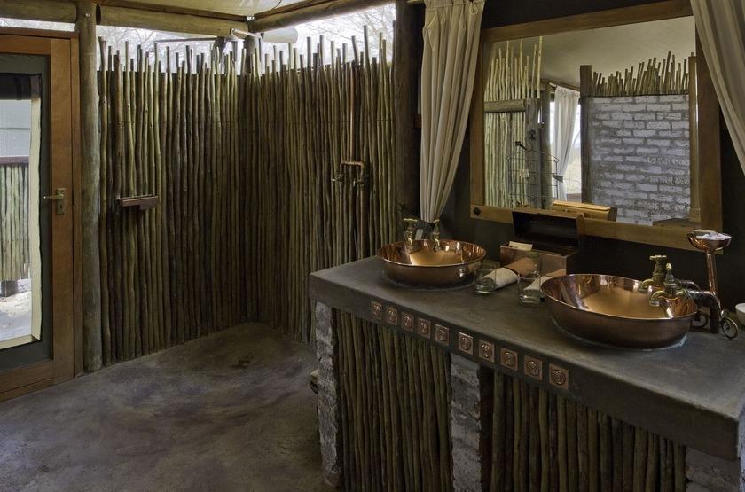 Little Makalolo, Parc Hwange, salle de bains