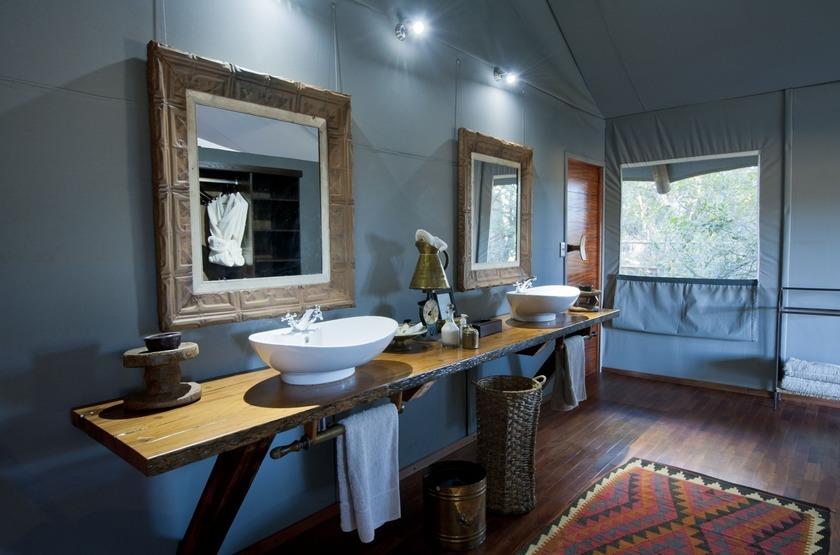 Chitabe Lediba Camp, delta de l'Okavango, salle de bains