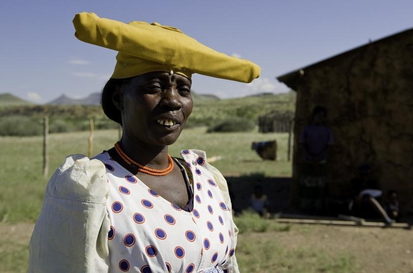 Damaraland Camp,vallée d'Huab, Namibie, femme Herero