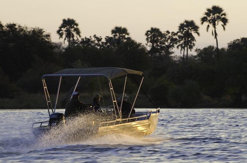 Toka Leya, Livingstone, Zambie, balade en bateau