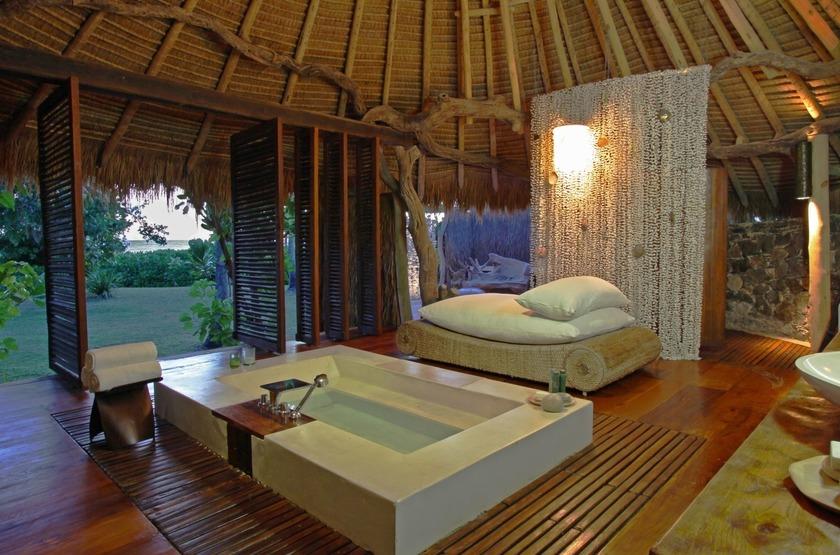 Seychelles   north island   salle de bain   villa slideshow