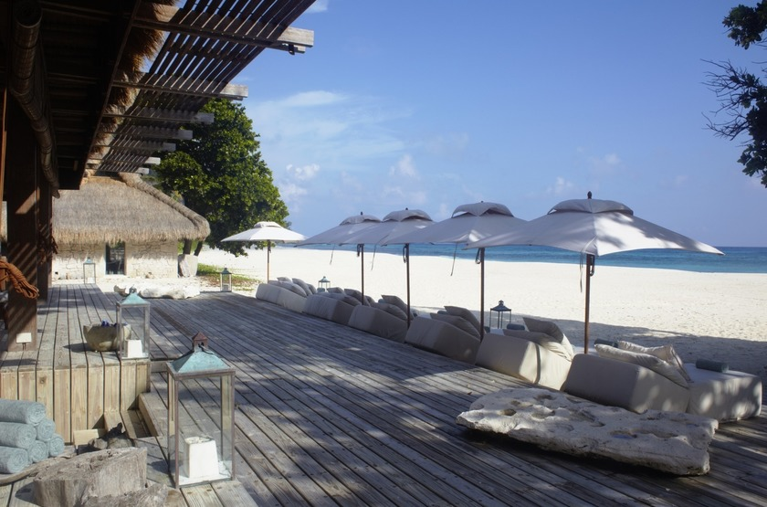 Seychelles   north island   piazza   lounge slideshow