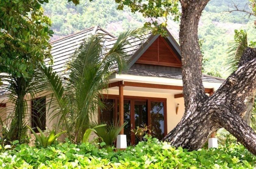 Labriz   silhouette   garden villa slideshow