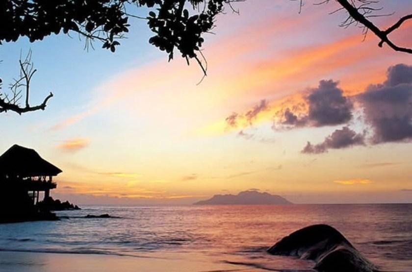 Sunset beach hotel   mah    hotel de nuit slideshow