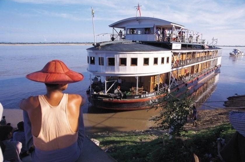 Rv paukan bateau de croisi re   a quai slideshow