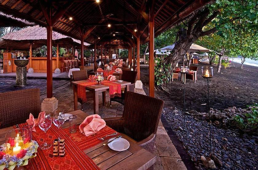 Restaurant sur le plage slideshow