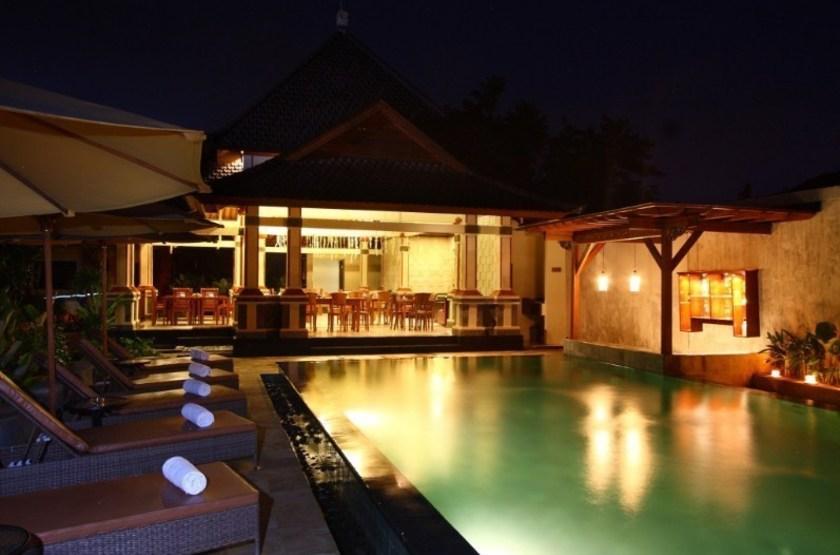 Rama phala h tel   ubud   piscine de nuit2 slideshow