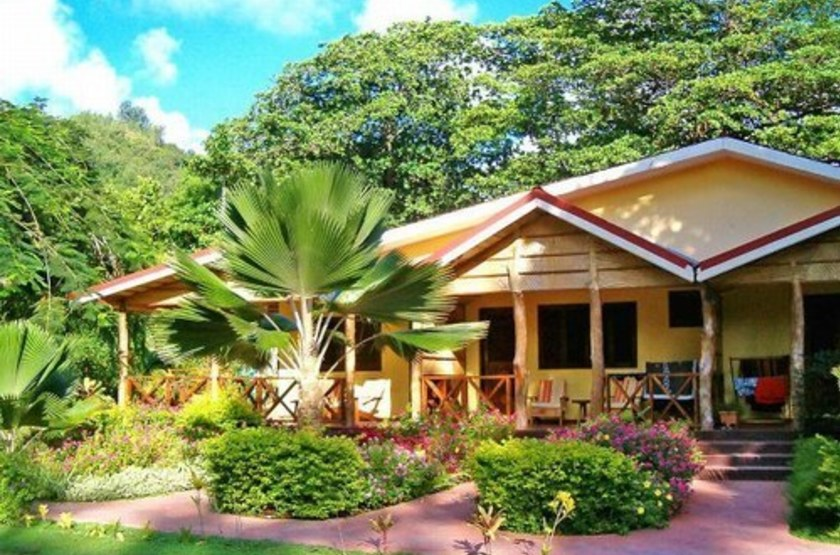 Le laurier   praslin   bungalow slideshow