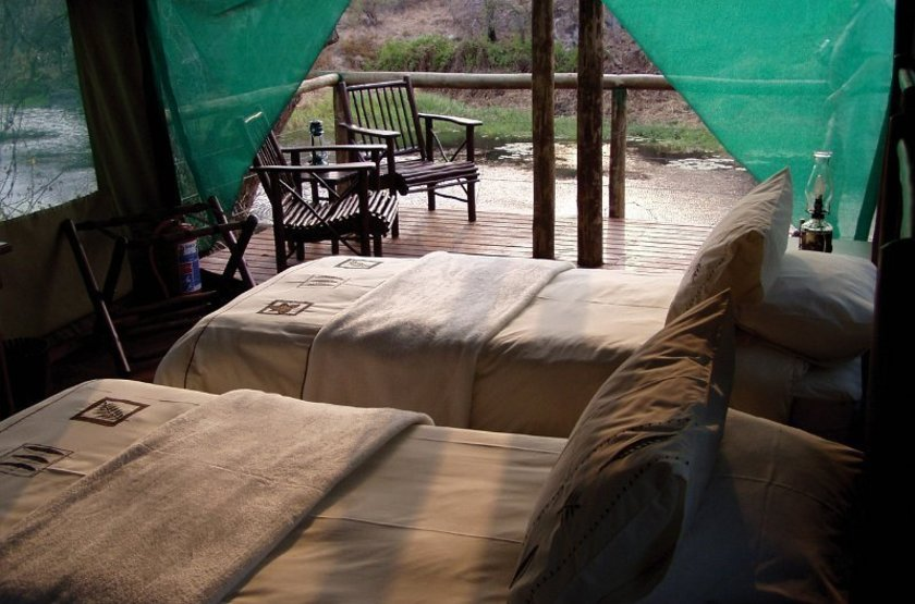 Machampane tented camp   vue tente interieur 2 slideshow