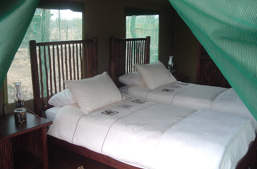 Machampane tented camp   vue tente interieur slideshow