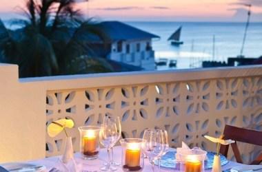 Kisiwa house   zanzibar   diner coucher de soleil listing