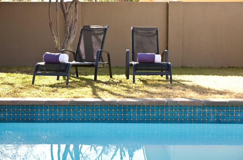 Vialla violet   windhoek   piscine slideshow