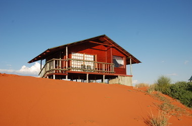 Bagatelle kalahari game ranch   namibie mariental   chalet su la dune listing