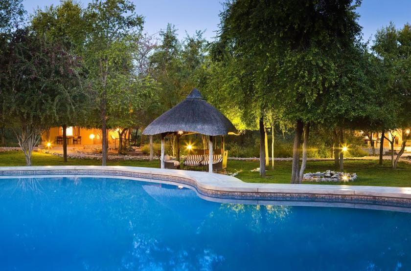 Mushara Lodge, parc d'Etosha, Namibie, piscine