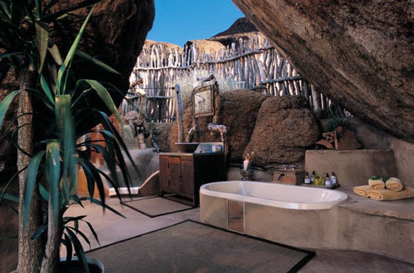 Mowani mountain lodge   namibie damaraland   salle de bain exterieur slideshow