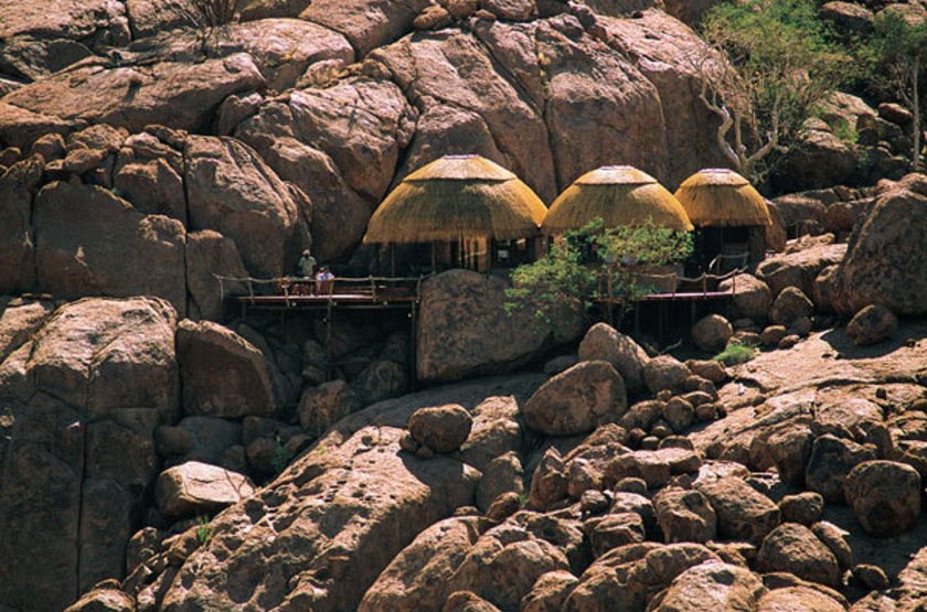 Mowani mountain lodge   namibie damaraland   exterieur habitation2 slideshow