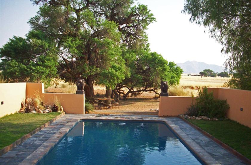 Sossusvlei lodge   namibie sossusvlei   piscine slideshow