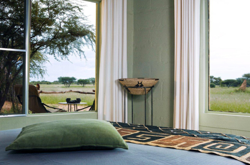 Okonjima main camp   namibia   vue interieur chambre slideshow