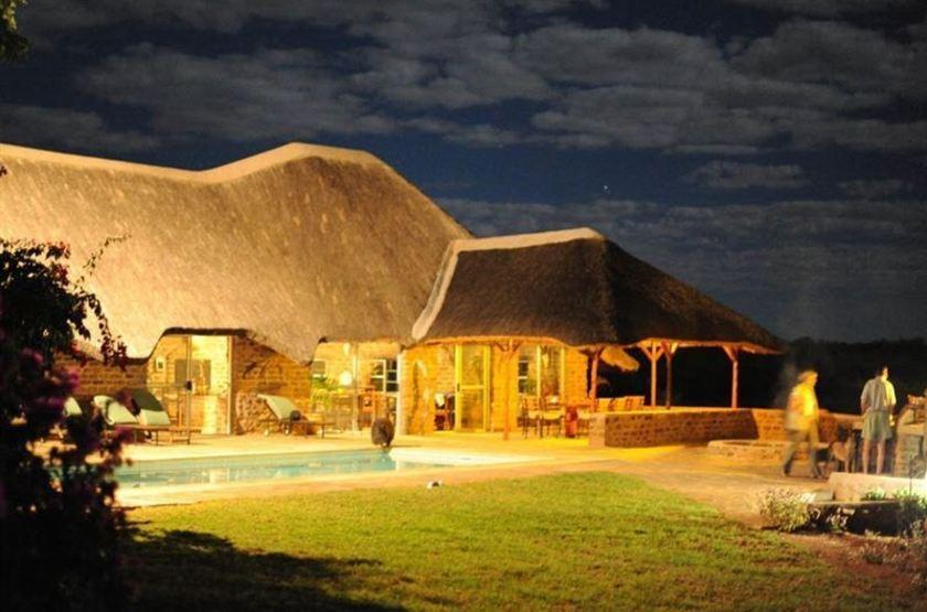 Outeniqua guest farm   namibie okahandja   piscine slideshow