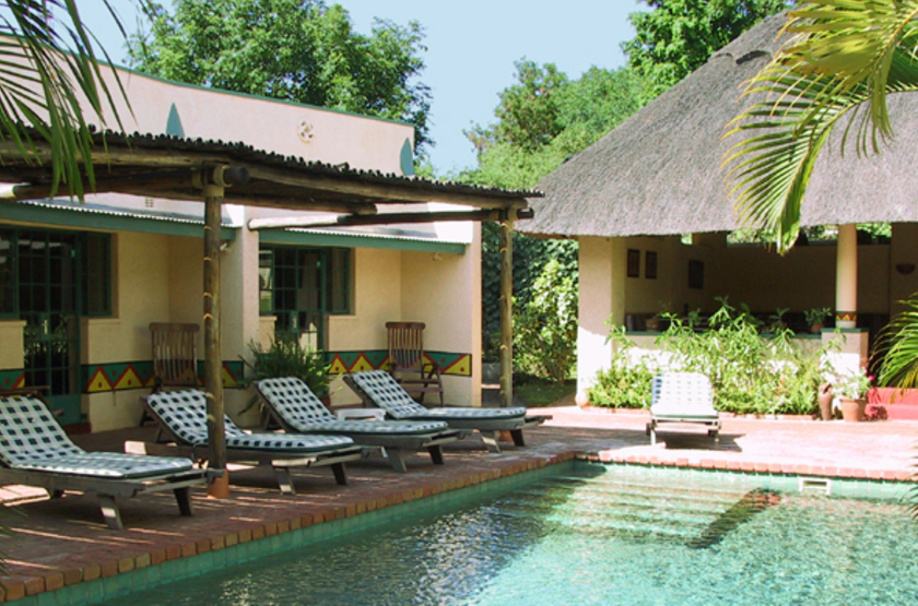 Amadeus gardens   zimbabwe vicortia falls   chambre et piscine slideshow