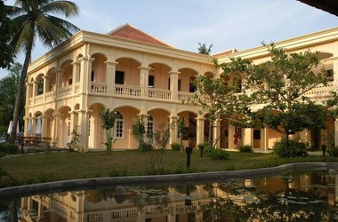 Life resort h tel   vietnam hoi anh   cour int rieur h tel listing