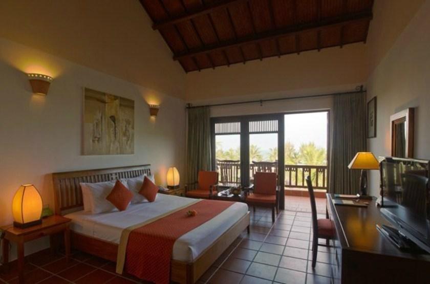 Palm garden resort    vietnam hoi anh   interieur chambre standard slideshow