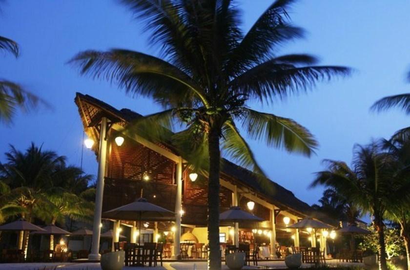 Palm garden resort    vietnam hoi anh   restaurant slideshow