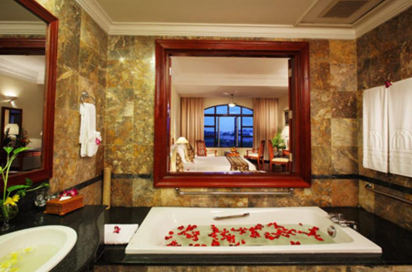 Saigon Morin Hotel, Hué, Vietnam, salle de bains