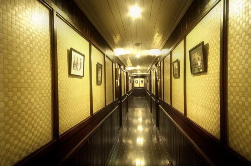 Jonque bhaya   vietnam halong   corridor slideshow
