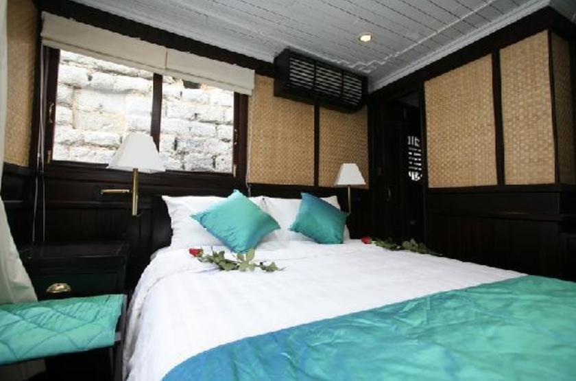 Jonque bhaya   vietnam halong   interieur cabine3 slideshow