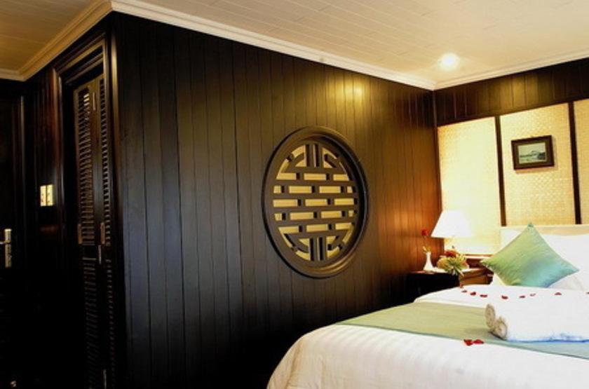 Jonque bhaya   vietnam halong   interieur cabine slideshow