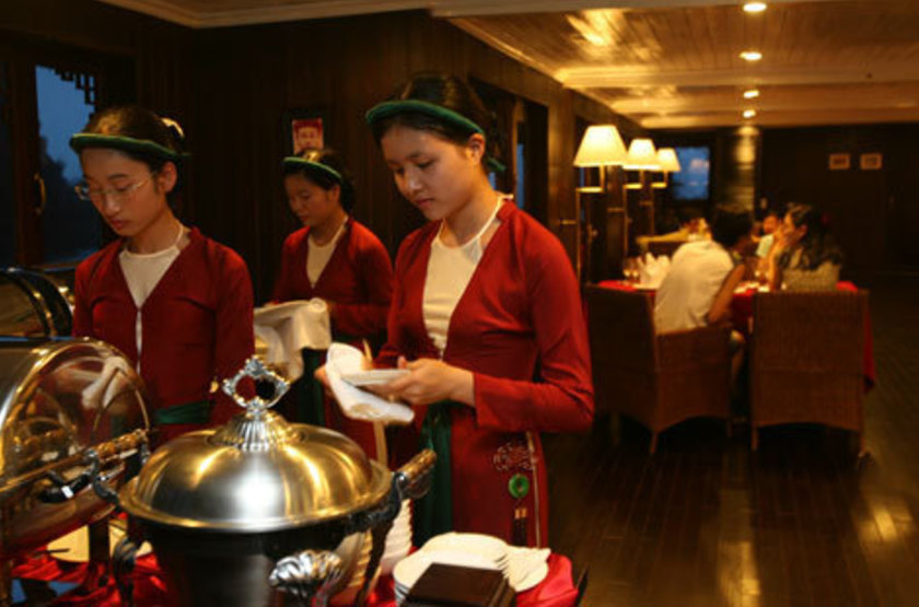Jonque bhaya   vietnam halong   legend  restaurant slideshow
