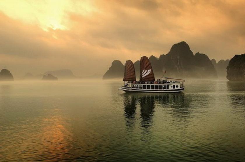 Jonque Bhaya Legend I et II, Baie d'Halong, Vietnam, jonque