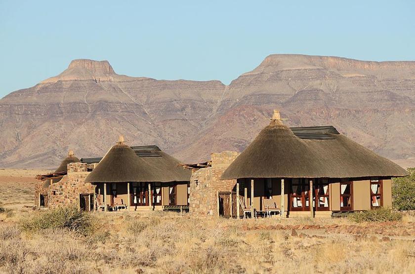 Hoodia desert camp   namibie sossusvlei   exterieur bungalow slideshow