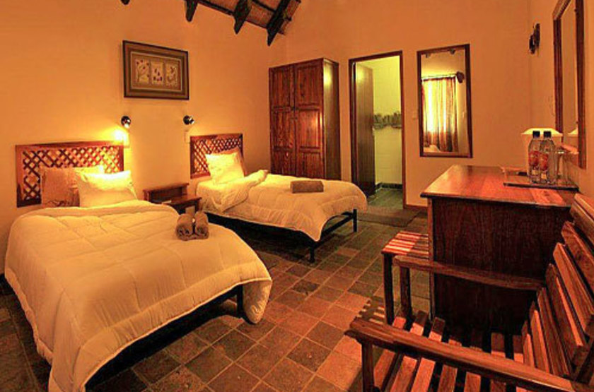 Twyfelfontein country lodge   damarland namibie   chambre interieure slideshow