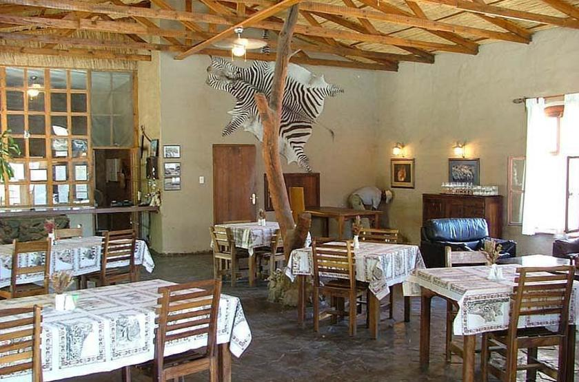 Fort sesfontein lodge   fort sesfontein   salle a manger slideshow