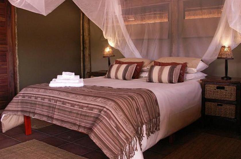 Omarunga camp   epupa falls koakoland namibie   chambre interieure slideshow
