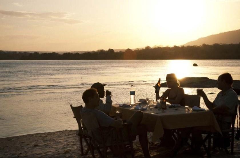 Greystoke Camp Mahale, lac Tanganyika, Tanzanie, dîner sur la plage
