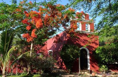 Hacienda santa cruz   merida  yucatan mexico   batiment et jardin listing