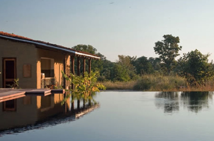 Samode safari lodge   bandhavgar national park inde   chambre et piscine slideshow