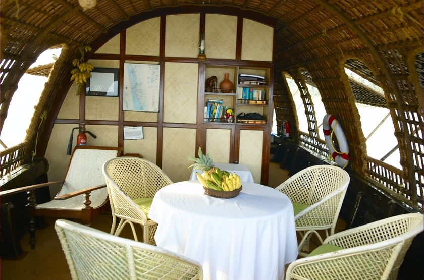 House boat or kettuvalom   inde   dining slideshow