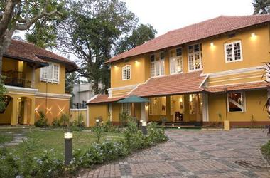Tea bungalow   cochin kerala inde   facade listing